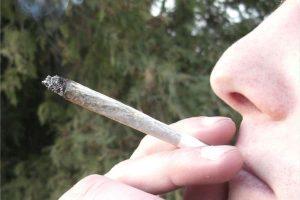 """Une étude démontre l'impact de la consommation excessive de drogue sur la perception des coule<span style=""""color:red"""">u</span>rs"""