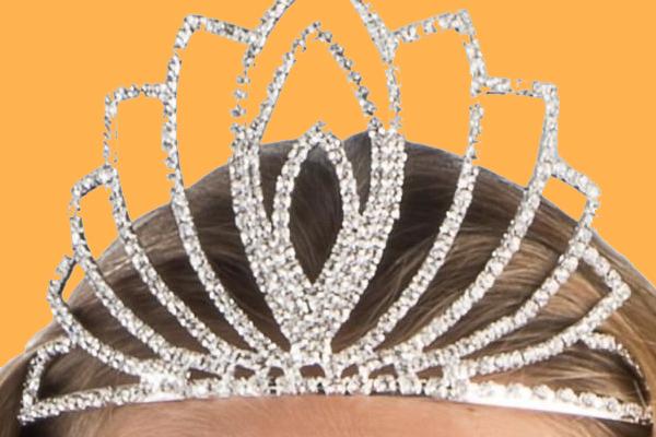 Miss Cap d'Agde déchue de son titre après la parution de photos d'elle habillée