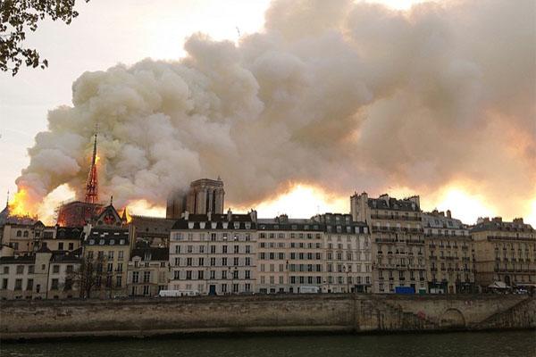Pollution au plomb autour de Notre-Dame: aucune panique à avoir, de simples gestes à adopter