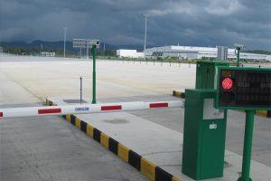 Vaucluse: une barrière de péage refuse de se lever pour laisser passer des arabes