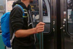 Paris : les barres du métro seront nettoyées en 2023