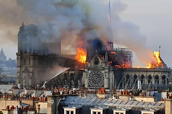 Notre-Dame abritait une raffinerie de pétrole secrète, la piste d'une attaque par un drone se précise